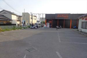 お車でご来店もご安心♪大型駐車場完備!駐車スペースを気にぜずごゆっくりとバイクをご覧いただけます。